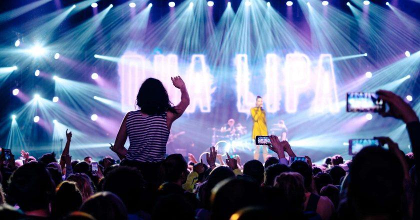 El espectáculo del medio tiempo de Jennifer López y Shakira se volvió político
